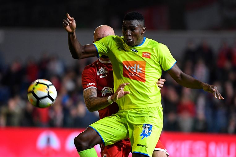Taiwo Awoniyi in actie tegen Antwerp