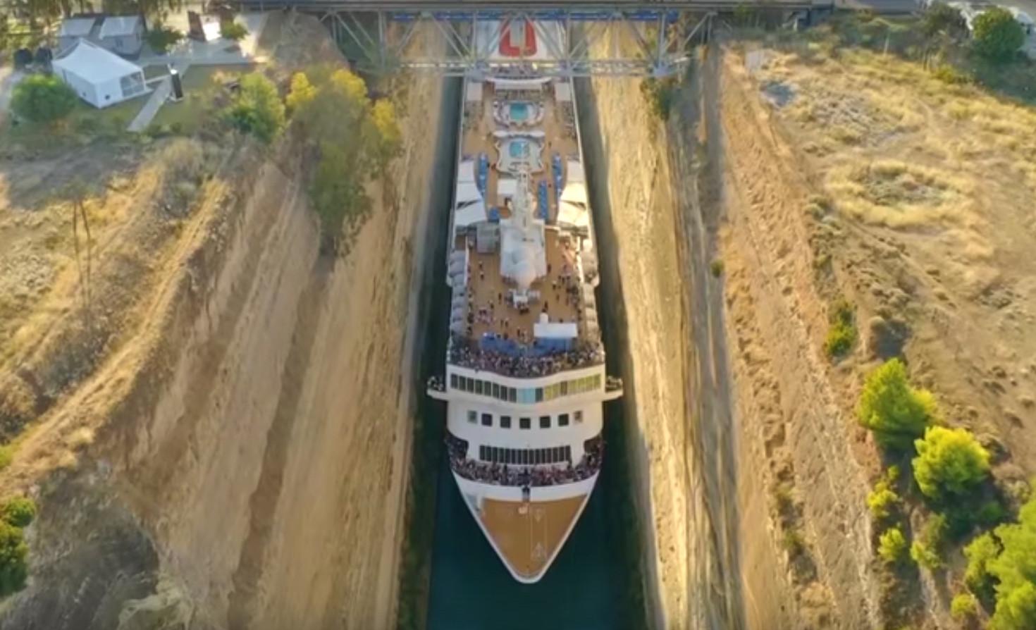 De Braemar in het nauwe kanaal