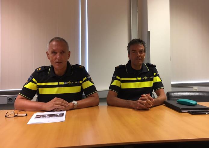 Districtschef Ronald Weydema (links) en voorlichter Alwin Don van de politie Zeeland-West-Brabant.