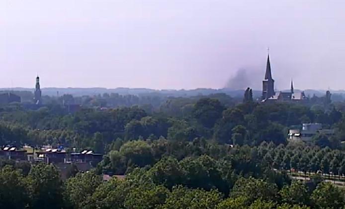 De rook van de brand in het chalet in Hoeven was zichtbaar vanaf de Trivium toren in Etten-Leur