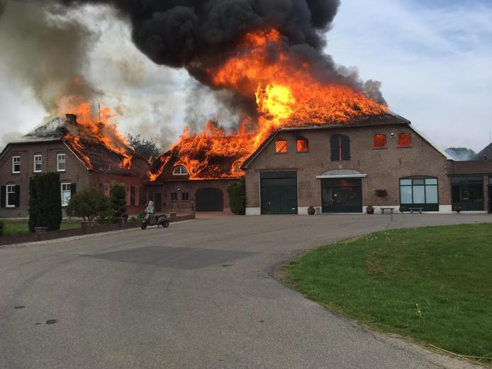 De brand heeft de woning verwoest