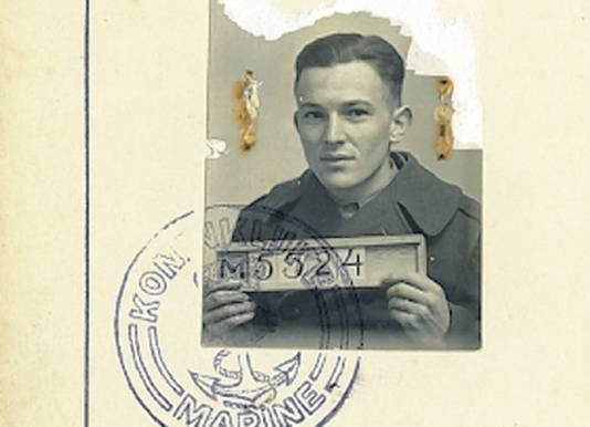 Een foto van 'n nog jonge Willem Ramakers. Dit maakt deel uit van het zogenoemde conduite-boekje, waarin de hele staat van dienst van een militair staat opgeschreven.