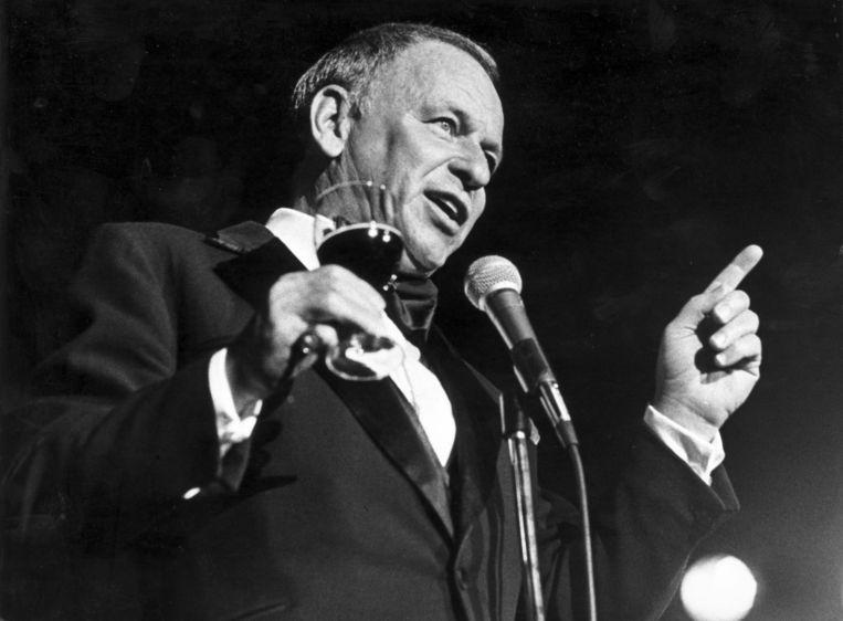 De Amerikaanse zanger Frank Sinatra tijdens zijn optreden op 7 maart 1977 in het Amsterdamse Concertgebouw. Beeld anp