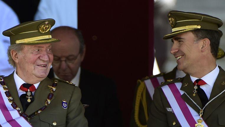 Koning Juan Carlos en zijn opvolger Felipe. Beeld AFP