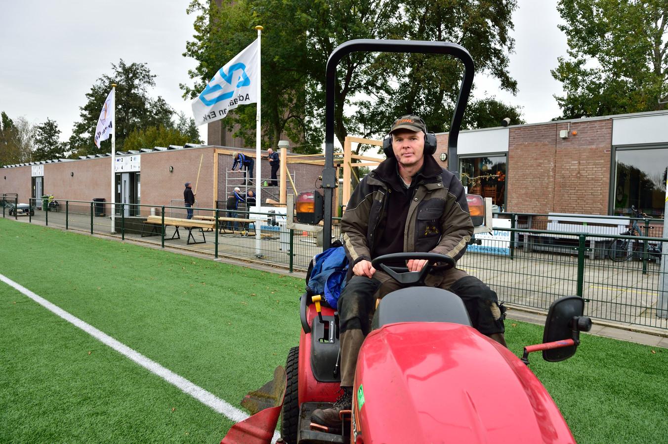 Bij voetbalvereniging Bergambacht onderhoudt Bouke Glastra de kust- en natuurgrasvelden.