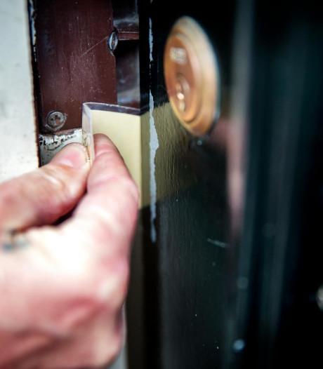 Insluiper wordt betrapt en slaat vrouw in gezicht in Tilburg