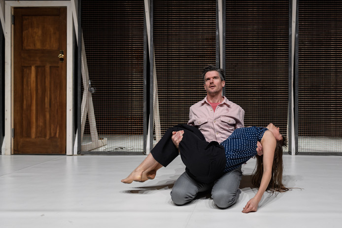 Ben Duke en Solène Weinachter in Juliet and Romeo. Foto Jane Hobson.