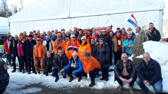 De leden van de NSSV die mee zij gegaan in Inzell gingen graag met elkaar op de foto.