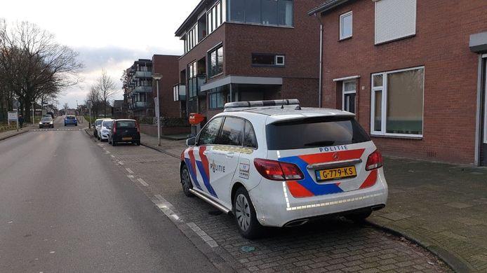 Een man heeft zich vanmiddag in Glanerbrug onttrokken bij een aanhouding.