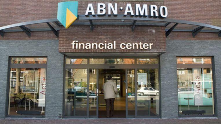 De namen van Royal Bank of Scotland, het Franse BNP Paribas en Deutsche Bank circuleren in de markt als potentiële geïnteresseerden voor ABN Amro Nederland. Het personeel wacht in spanning af. Foto ANP/Koen Suyk Beeld