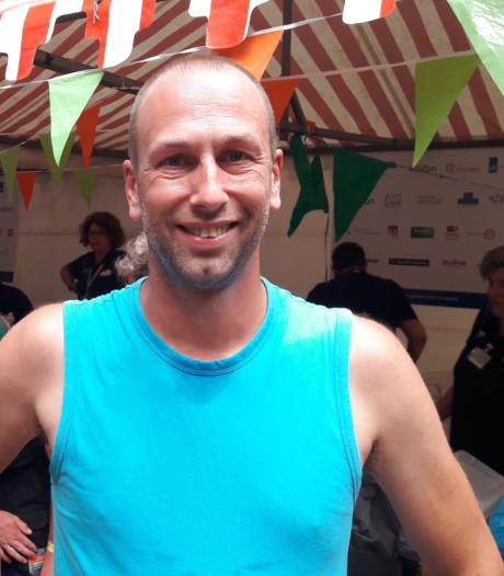 Erik is dé held van de Vierdaagse: hij haalt al twee jaar lopers op en brengt ze naar de finish