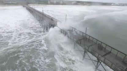 Dronebeelden tonen enorme golven door orkaan Florence