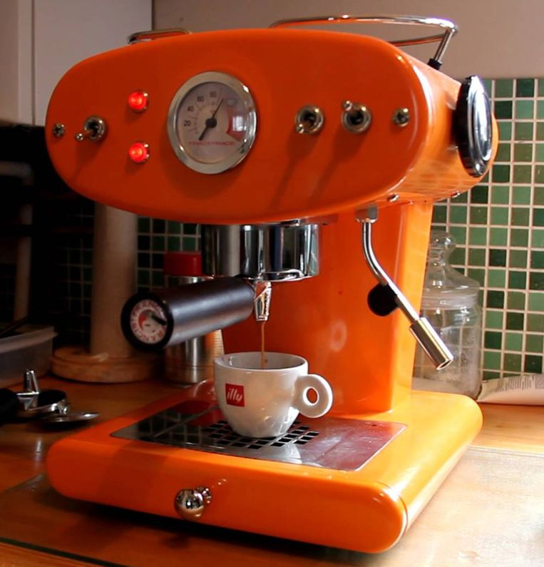 Espressomachine: illy. 'De koffiemaker moet een icoon zijn in de keuken.' Beeld Illy Francis Francis X1