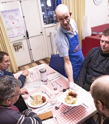 Door Maaltijdvoorziening De Buurvrouw uit Almelo ontstaan gesprekken aan tafel
