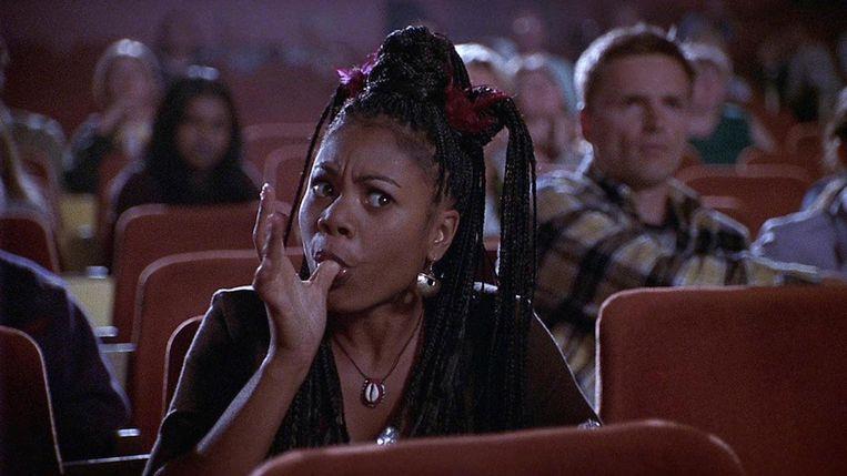 Zorg dat je in de bioscoop niet in de buurt van stoorzenders zit. Beeld Youtube