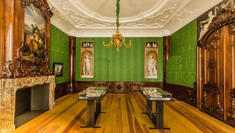 De Beuningkamer in het Rijksmuseum, met op de achterwand de twee teruggevonden schilderingen van Jurriaan Andriessen Beeld Eva Plevier