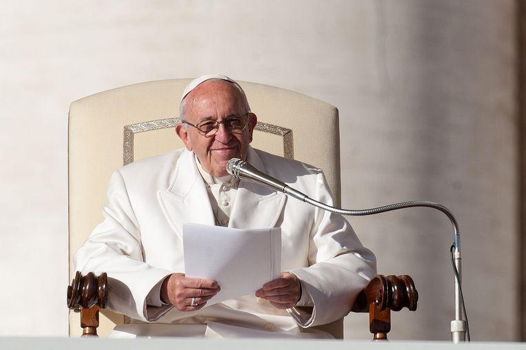 In zijn boodschap vergelijkt de paus fake news met het Bijbelse verhaal over de duivel die, vermomd als slang, Eva verleidt fruit te eten van de verboden boom.