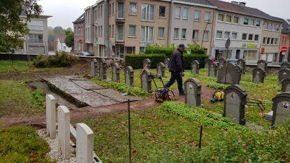 Gemeentearbeiders Sint-Pieters-Leeuw knappen zelf waardevolle graven op