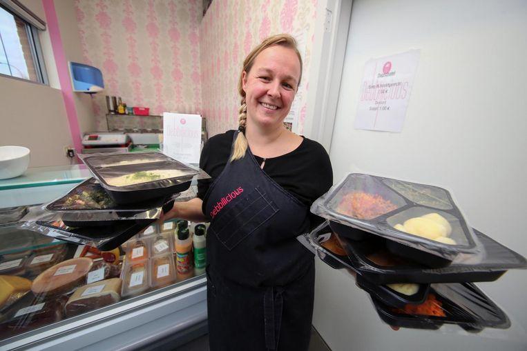 Debbie is begonnen met Debbilicious. In haar zaak in de Guido Gezellestraat 31 kan je dagschotels, slaatjes en soepen kopen.