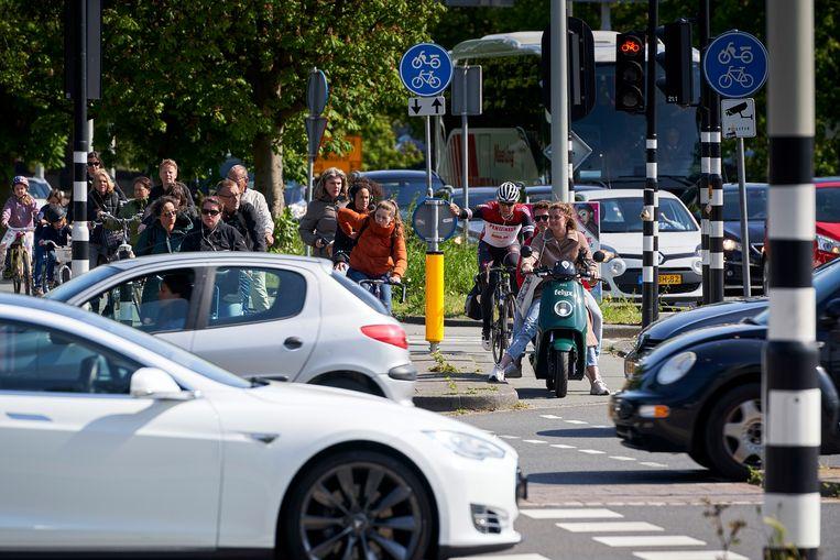 Den haag, 28 mei 2019 -Drukke verkeerskruispunten in Den Haag geven veel oponthoud en chaotische taferelen op sommige plekken in de stad.Foto: Phil Nijhuis Beeld Phil Nijhuis