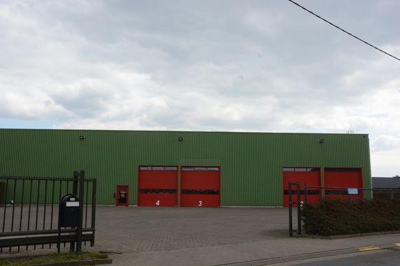 De voormalige Texam-loods is nu ingericht als brandweerkazerne waardoor er voor de carnavalsgroepen geen plaats meer was.