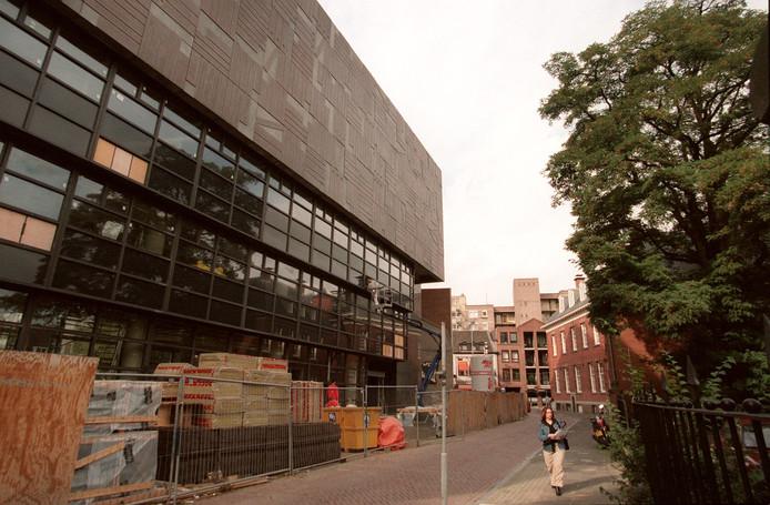 Het RHC-gebouw in de Raiffeisenstraat in Eindhoven in 1999, toen het bijna klaar was.