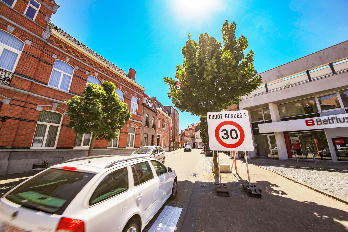 In de Vlamingenstraat stond zo'n groot waarschuwingsbord