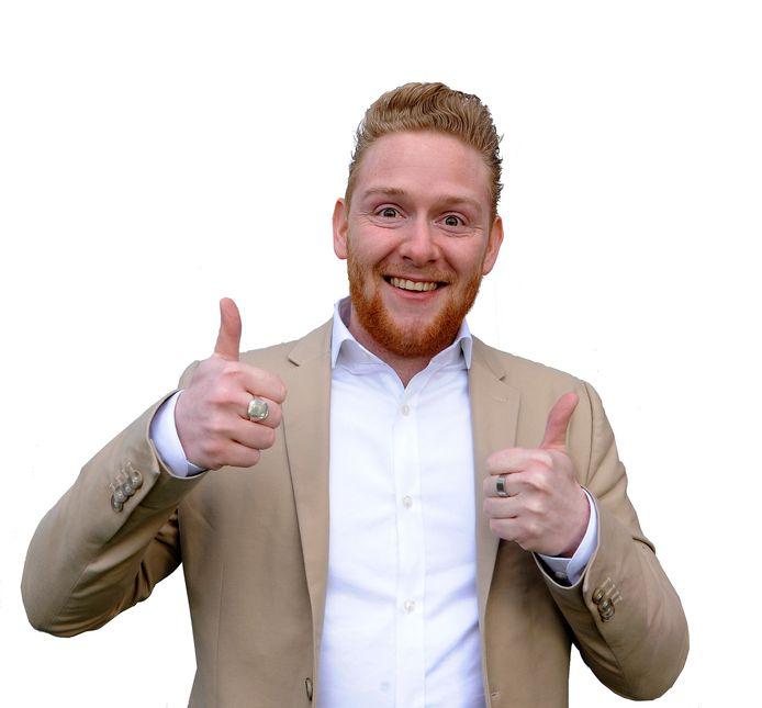 Jelle den Toom (27) is onlineredacteur op de redactie van AD De Dordtenaar en AD Rivierenland. Hij zou op donderdag 14 mei 2020 in het huwelijksbootje stappen met zijn verloofde Lisa. Door het coronavirus moeten zij hun bruiloft noodgedwongen uitstellen.