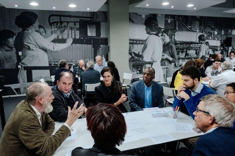 Januari van dit jaar: CDA'ers praten op een bijeenkomst in Eindhoven over de koers van de partij. Beeld Merlin Daleman
