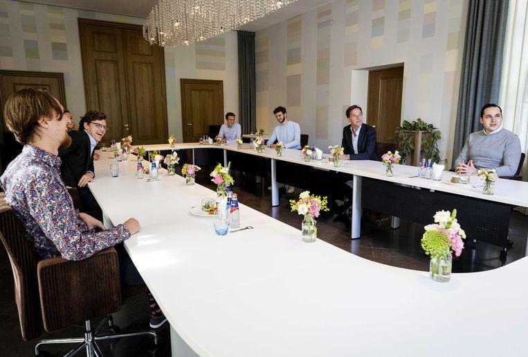Premier Rutte ontvangt jongerenorganisaties op het Catshuis.  Beeld ANP