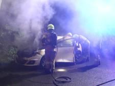 Auto uitgebrand in Lunteren, inzittenden komen met de schrik vrij