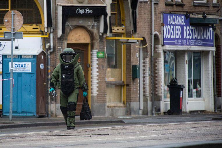 In de nacht van 14 op 15 januari werd een nepbom geplaatst in de portiek van HaCarmel. Beeld Maarten Brante