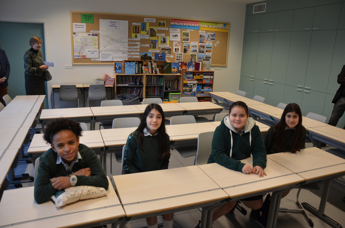 Jummy, Esra, Dalya en Ela hebben het naar hun zin in de nieuwe klas.