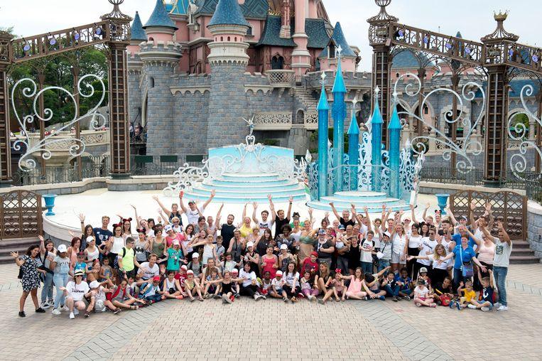 Meer dan 250 kindjes die opgroeien in een moeilijke situatie zakten af naar Disneyland Paris.