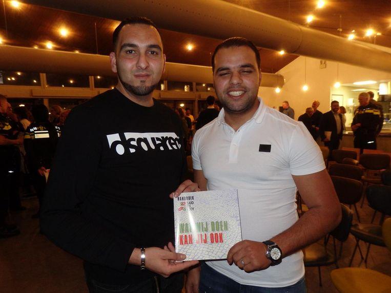 Ooit ingewikkelde jongeren, geïnspireerd door Bensellam op de rit: WOW-gastheer Bilal Ziani en beveiliger Ali Boulfirass Beeld Hans van der Beek