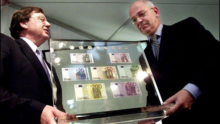 Wellink en Zalm presenteren de redding van de Europese economie. 'Eén munt om allen te regeren.' Beeld anp