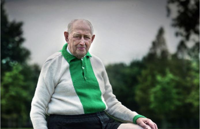 Gebreide Joop had zijn leven lang gebreide voetbalshirts aan tegen de kou