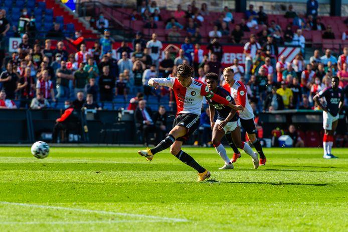 Steven Berghuis benut de penalty.