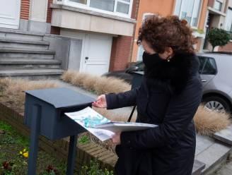 """Minister helpt 300.000 'nieuwjaarsbrieven' over Oosterweel bussen: """"Na 20 jaar praten, beginnen we nu écht aan de bouw van een gesloten ring"""""""