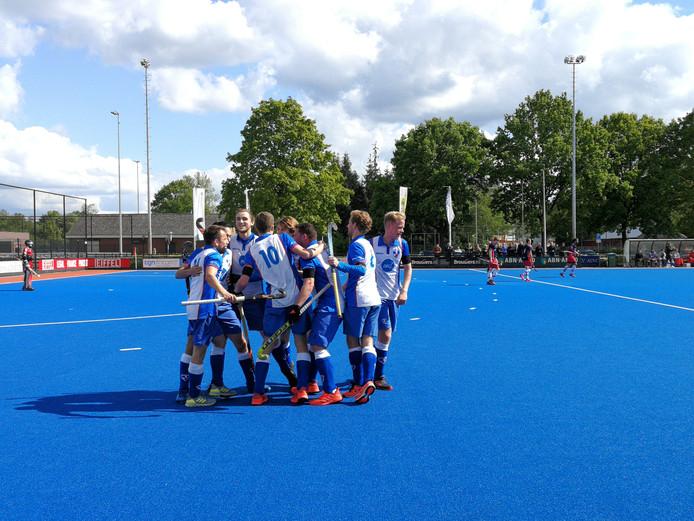 Matthijs Verhoef tikt de 1-0 binnen.