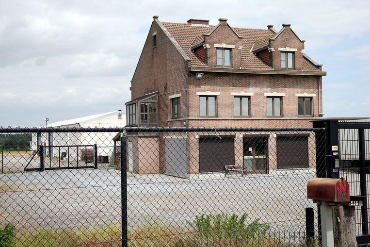 Een clubhuis van Satudarah in Hakendover (Tienen), waar de politie in maart 2017 binnenviel.