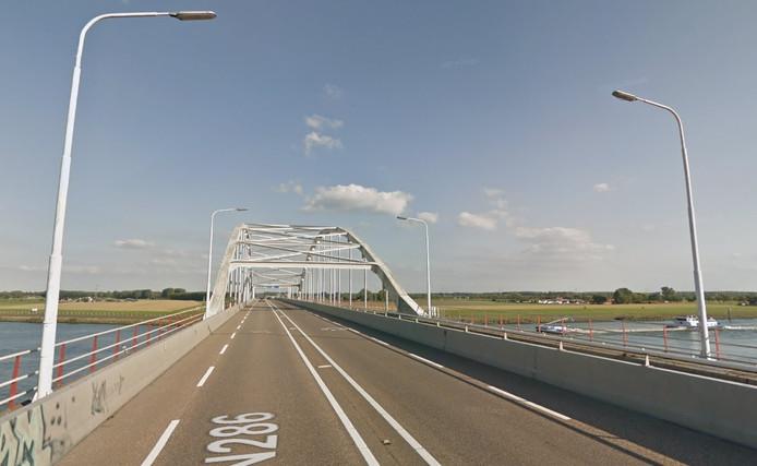 De Thoolse brug tussen Zeeland en West-Brabant.