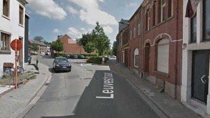 Verkeershinder in Leuvestraat door mobiele kraan