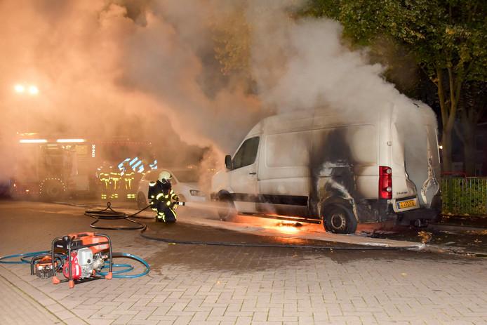 Busje in brand op Fatimastraat in Tilburg