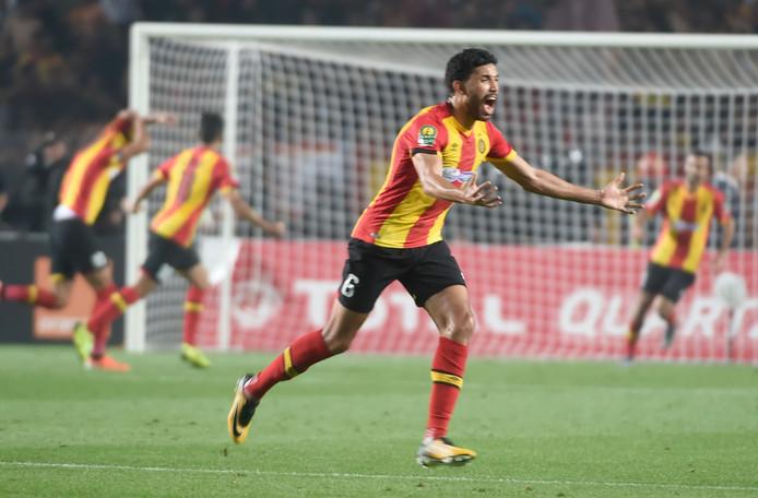 Verdediger Mohamed Ali Yaccoubi van Esperance Tunis viert zijn doelpunt.