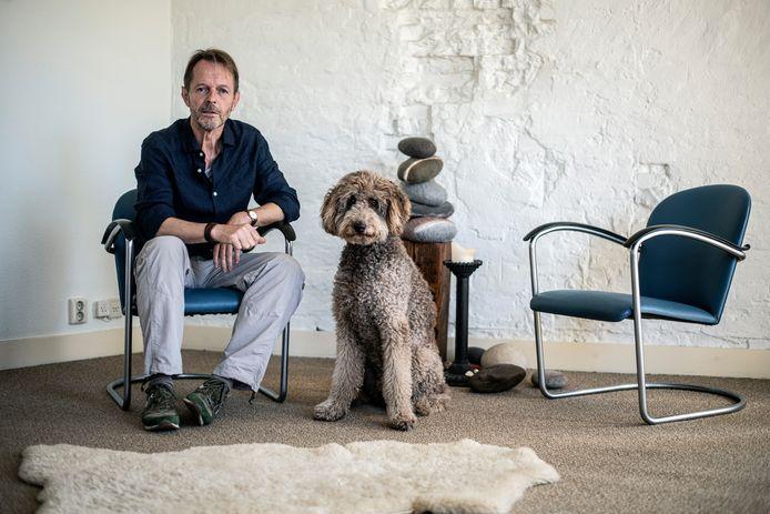 Wim van Lent met zijn hond Balou.