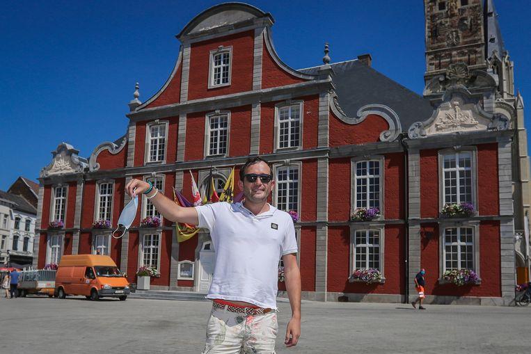 Alexander Gilen (38) op de Grote Markt van Sint-Truiden.