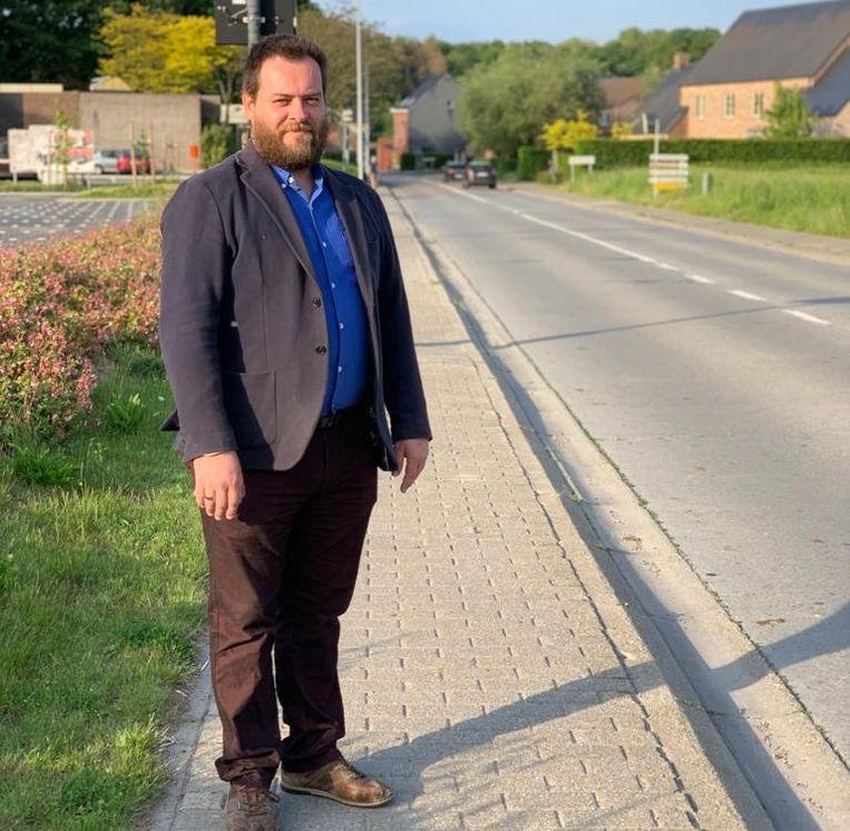Schepen Maarten Devroye is blij dat met het geplande fietspad aan de Kerkomsesteenweg.