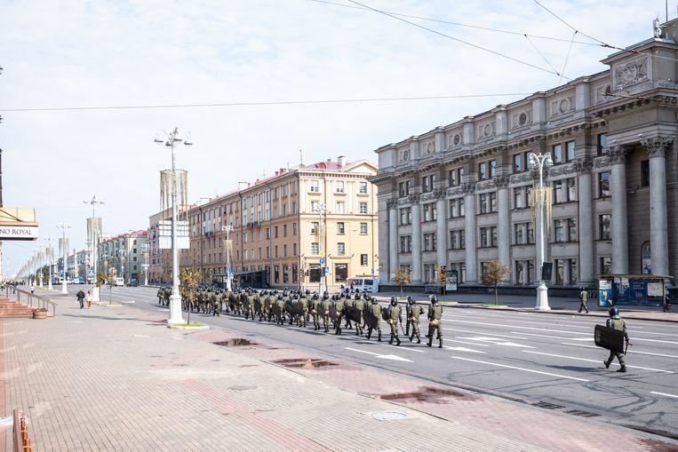 Oproerpolitie in Minsk, 23 augustus.  Beeld Misha Friedman / Getty