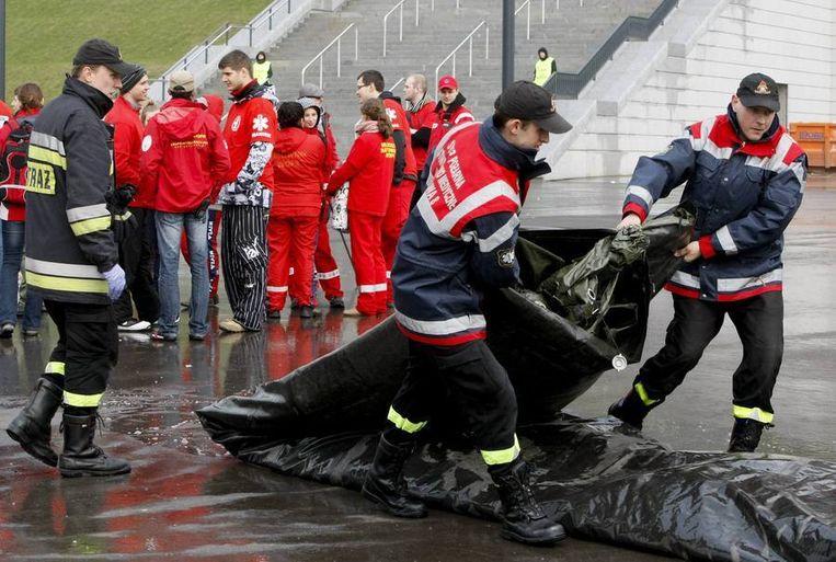 Veiligheidsoefeningen bij het Nationaal Stadion in Warschau. Beeld reuters